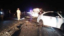 Ô tô va chạm xe máy, 3 người trong gia đình tử vong