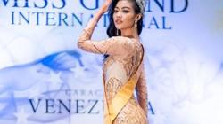 """Á hậu Kiều Loan bị """"chơi xấu"""", chụp ảnh lộ đùi to, chân ngắn tại Miss Grand 2019?"""