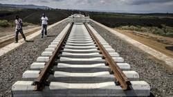 """Quốc gia châu Phi vật vã với tuyến đường sắt """"có đầu không đuôi"""" do TQ xây"""