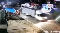 Video: Cận cảnh xe tải chở dầu thải tới đổ tại đầu nguồn cấp nước cho Nhà máy nước sạch Sông Đà