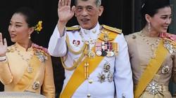 Phế truất hoàng quý phi gây chấn động, vua Thái Lan nắm quyền lực bậc nhất ra sao?