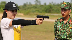 """""""Lan cave"""" Thanh Hương sợ hãi trong lần đầu bắn súng: Không tập trung là chết!"""
