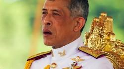 Vua Thái Lan sa thải 6 quan chức hoàng cung sau khi phế truất hoàng quý phi