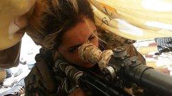 """Điều phi thường của nữ """"sát thủ"""" bắn tỉa - nỗi kinh hoàng với quân IS"""