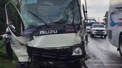Xe khách đâm xe tải, hàng chục hành khách hoảng loạn, la hét