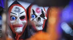 Ảnh: Đồ chơi ma quỷ kinh dị tràn ngập phố cổ Hà Nội trước Halloween