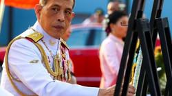"""Vua Thái Lan sa thải cận vệ phòng ngủ vì """"thông dâm"""" và hành động """"xấu xa"""""""