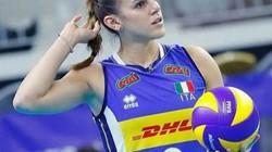 """Mỹ nhân bóng chuyền Italia bị """"yêu râu xanh"""" cầm dao quấy rối"""