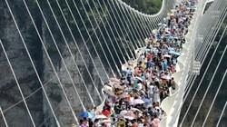 Trung Quốc đóng cửa hàng loạt cầu kính nổi tiếng vì lý do gây sốc