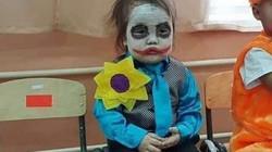 """Bố mẹ """"chơi lớn"""" không ngại hóa trang kinh dị cho các bé dịp Halloween"""