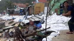 Xót xa nhà dân ven biển Quy Nhơn bị sóng đánh 'tơi bời' vì bão