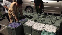 CSGT truy đuổi, bắt giữ ô tô 7 chỗ chở 11.000 bao thuốc lá lậu