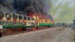 Pakistan: Tàu hỏa bốc cháy ngùn ngụt, ít nhất 70 người chết thảm