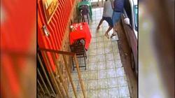 Brazil: Vào quán cà phê cướp đụng ngay cặp đôi có súng, bị bắn chạy trối chết