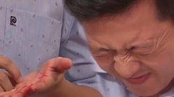 Trường Giang khiến fan xót xa khi đổ máu trên sân khấu