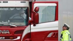 Kênh truyền hình Anh bị chỉ trích vô cảm trước thảm kịch 39 người chết trong container