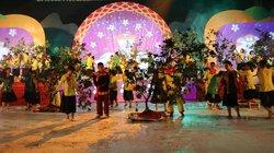 """Yên Bái: Mưa tầm tã, cả nghìn người vẫn đổ về lễ hội bưởi """"tiến vua"""""""