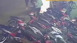 VIDEO: Dàn cảnh để trộm xe SH tại bãi xe bên đường