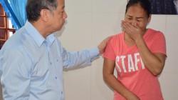 Người nhà nạn nhân đại hồng thủy 1999 khóc trước mặt Chủ tịch tỉnh