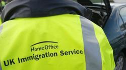 Kênh truyền hình Anh bị chỉ trích dữ dội vì vô cảm với thảm kịch 39 người chết trong container