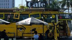 """Ảnh: """"Hô biến"""" xe buýt hết hạn thành quán cà phê độc đáo ở Hà Nội"""