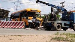 2 xe khách và xe tải đâm nhau trên quốc lộ, nhiều người bị thương