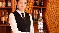 """Những màn pha chế điêu luyện đến """"kỳ ảo"""" của nữ bartender xinh đẹp"""