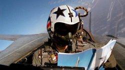 """Sốc với những hành động """"rảnh rỗi"""" của phi công Mỹ trên chiến đấu cơ"""