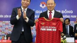 Báo châu Á nói gì về việc HLV Park Hang-seo gia hạn với VFF?
