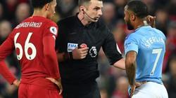Vì sao Man City không được hưởng penalty khi Arnold để bóng chạm tay?
