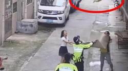 Khoảnh khắc các anh hùng đường phố vô tình được camera ghi lại