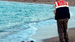 Chuyện hãi hùng đằng sau bức ảnh bé trai Syria từng gây chấn động thế giới