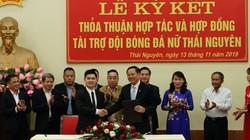 Bầu Hiển ra tay, bóng đá Thái Nguyên hết cảnh sáng đá bóng, chiều làm công nhân!