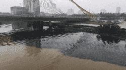 Xả thải phủ đen mặt sông Hàn, người dân bức xúc