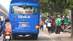 """Clip: Xe khách chạy kiểu """"rùa bò"""" vẫn lộng hành đường phố Hà Nội"""