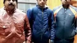 Con trai triệu phú Ấn Độ biến mất bí ẩn, bị phát hiện đi rửa bát thuê, ngủ ngoài đường