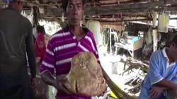 Thái Lan: Đang bới rác, tình cờ tìm thấy vật quý lên tới 2,3 tỷ đồng?