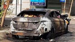 """Chủ ô tô bất ngờ nhận """"hung tin"""" xe cho mượn bốc cháy trơ khung"""