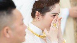 """Bảo Thy bật khóc ngày đeo nặng trĩu trang sức làm vợ đại gia: """"Bụi bay vào mắt chứ Thy đâu khóc..."""""""