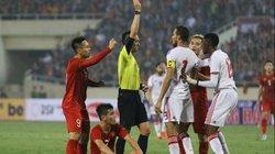 Cầu thủ đội nhà nhận thẻ đỏ, trọng tài UAE phát biểu sốc