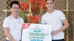 Trước trận thư hùng Việt Nam - Thái Lan, Tiến Linh nhận thưởng nóng