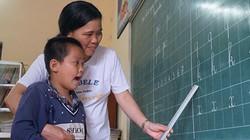 Ảnh, clip: Cô giáo hơn 10 năm dạy học miễn phí cho trẻ khuyết tật