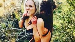 Cô gái gây phẫn nộ vì tung ảnh khoe thân với xác thú rừng