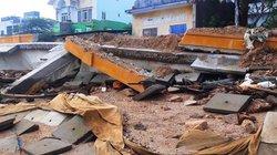 """Kè tiền tỷ ở Bình Định vừa xây đã bất ngờ """"đổ sập"""": Do thời tiết (?)"""