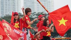 Ảnh: CĐV thắp nhiệt sân Mỹ Đình, cổ vũ đội Việt Nam thắng Thái Lan