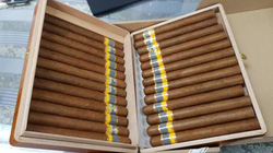 Phát hiện 3 vali chứa gần 2.500 điếu xì gà nhập lậu