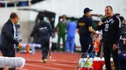 """""""Cà khịa"""" HLV Park Hang-seo, HLV Thái Lan bị FAT trừng phạt?"""