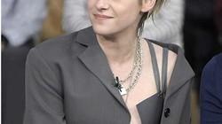 """Học """"thiên thần"""" Kristen Stewart mặc style buông áo hững hờ"""