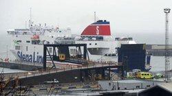 """Ireland: Nghe tiếng động lạ trong container, phát hiện 16 """"người Đông Nam Á"""" đang cầu cứu"""