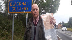 Bí ẩn nhiều túi tiền vứt như rác trên đường, cảnh sát vào cuộc điều tra